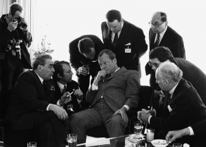 Leonid Brezhnev and Willy Brandt, Bonn, 1973. (Barbara Klemm/Courtesy Goethe Institut)