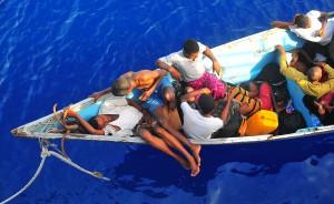 Somaliska flyktingar i Adenviken. © US Navy