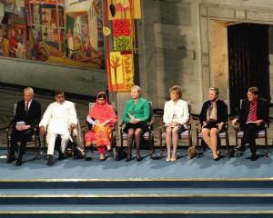 Fjolårets mottagare av Nobels fredspris Malala Yousafzai och Kaliash Satyarthi vid ceremonin i Oslo. © Bair175/Wikimedia Commons