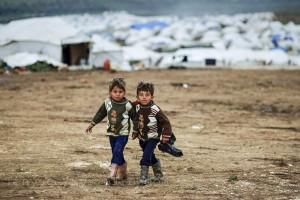 Två syriska flyktingpojkar i flyktinglägret nära Atmeh i Syrien. Foto: Freedom House