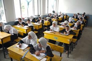 Kvinnliga studenter på lektion i Sultan Razia High School i Balkh provinsen, Afghanistan.
