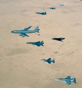 USA anfaller Irak 2003. Foto: Master Sgt. Ronny Przysucha/Wikimedia Commons