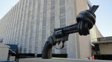 Väpnat våld i USA och världen: tragiska masskjutningar – hoppingivande massmobilisering