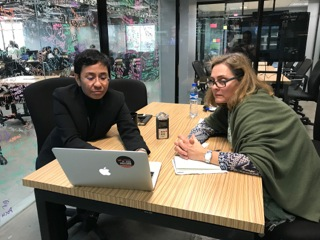 Hoten ökar mot kvinnliga journalister visar ny svensk rapport